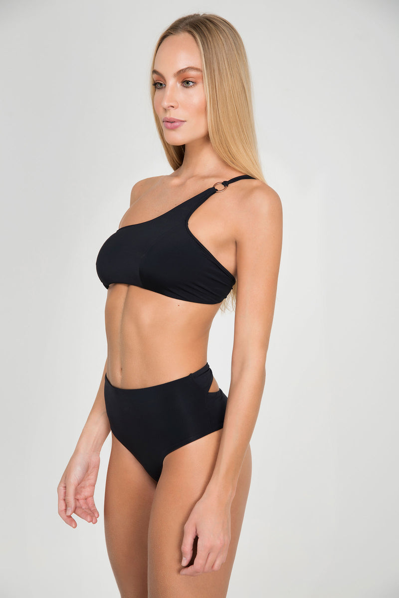 CLUBTIP TOP ONE SHOLDER BANDEAU | BOTTOM HOTPANT - LE BAIN RESORTWEAR