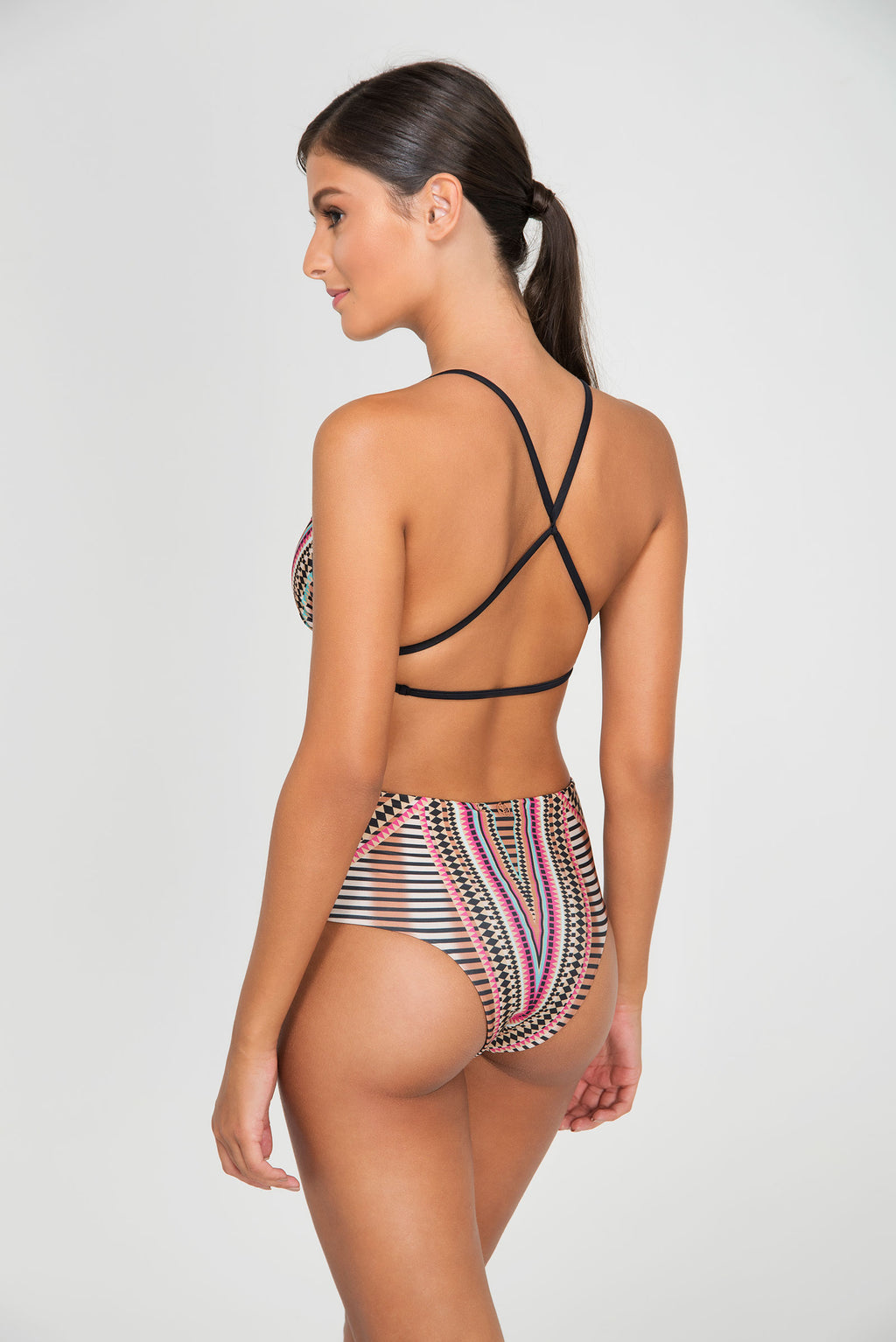 TOP BOHO CROSSBACK TRIANGLE | BOTTOM DOUBLE HOTPANT - LE BAIN RESORTWEAR