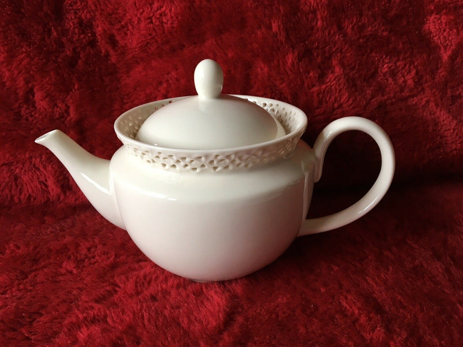 VINTAGE I. GODINGER & CO WHITE TEA POT WITH VERY ORNATE LACE LID