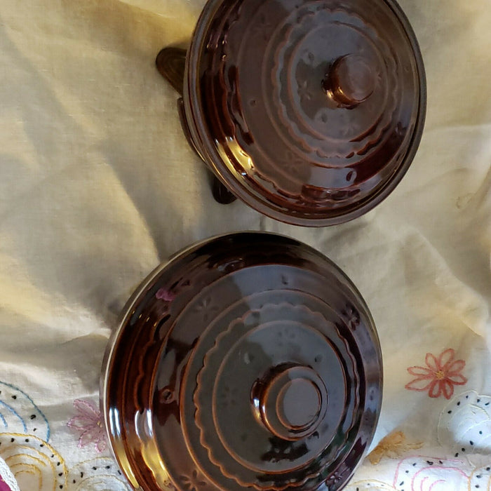 Pair Marcrest Stoneware Daisy Covered Casserole Dish Pot Lg & Med w/ warm stand