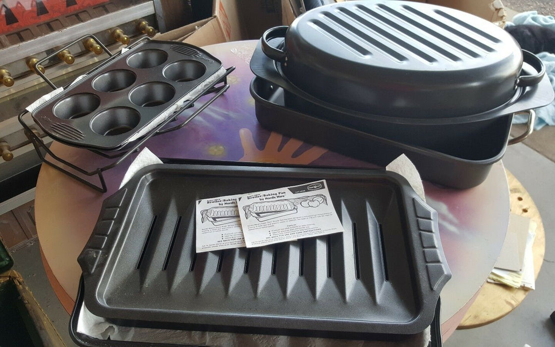 LOT 7: Vintage Nordicware Broiling Pan plus other nonstick baking pans