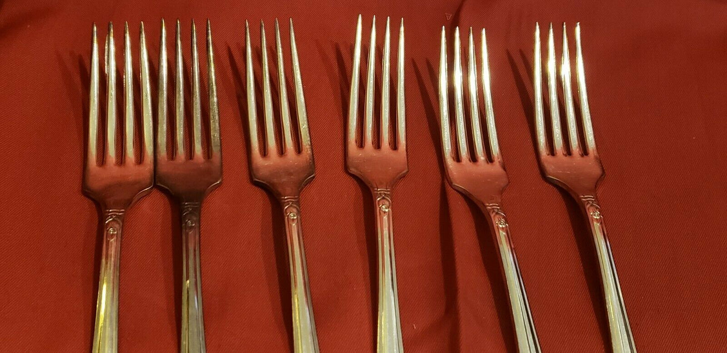 Lot 6: Wm.A. Rogers Plus Oneida Ltd Rosalie 98% Silver Forks