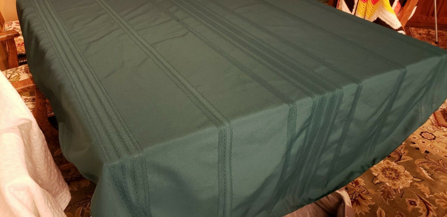Oval Forest Green Two-Tone Cotton/Poly Tablecloth 60.5 x 83
