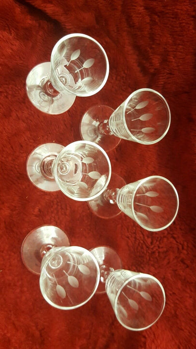 Lot 6: Vintage 1oz Wine Sherry Leaf Etched Glasses