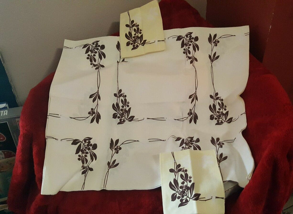 Lot 3:  Vintage-style Cotton Tablecloth, 2 napkins cream/brown floral