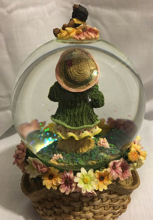SANKYO Bear with spring flowers, little bear dressed like a bee Globe Music Box