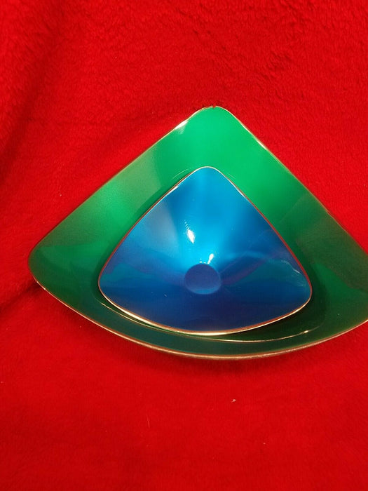 Set of 2 Silver-plated Reed & Barton Triangular Nesting Bowls 1 Green 1 Blue