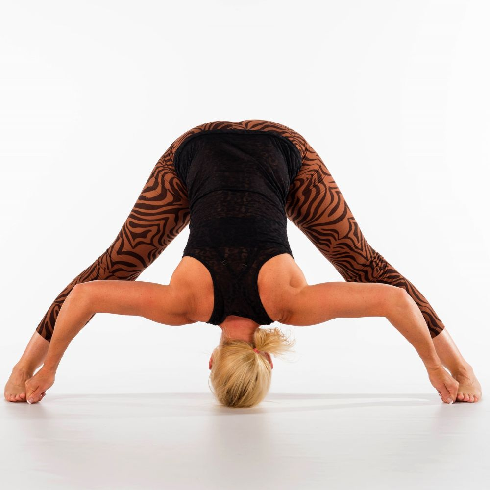 yoga-for-detox-benefits-health forward bend