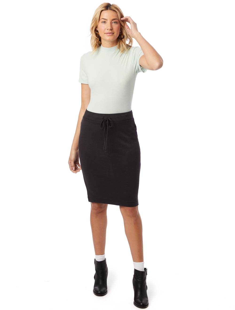 casual chic work outfit skirt