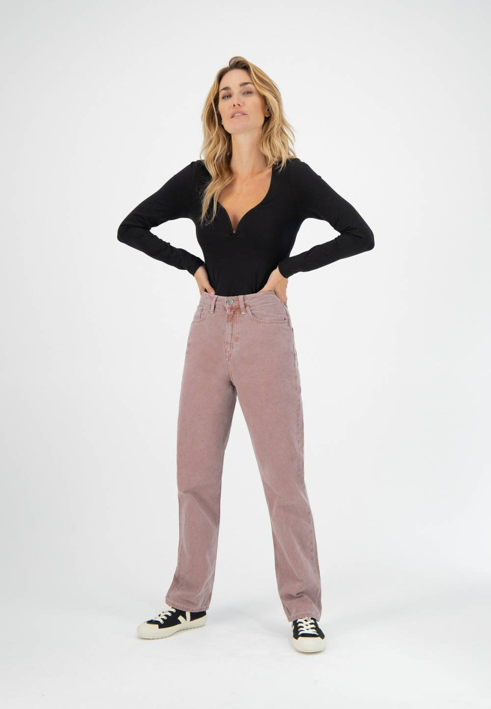 mud jeans inverted triangle outfits