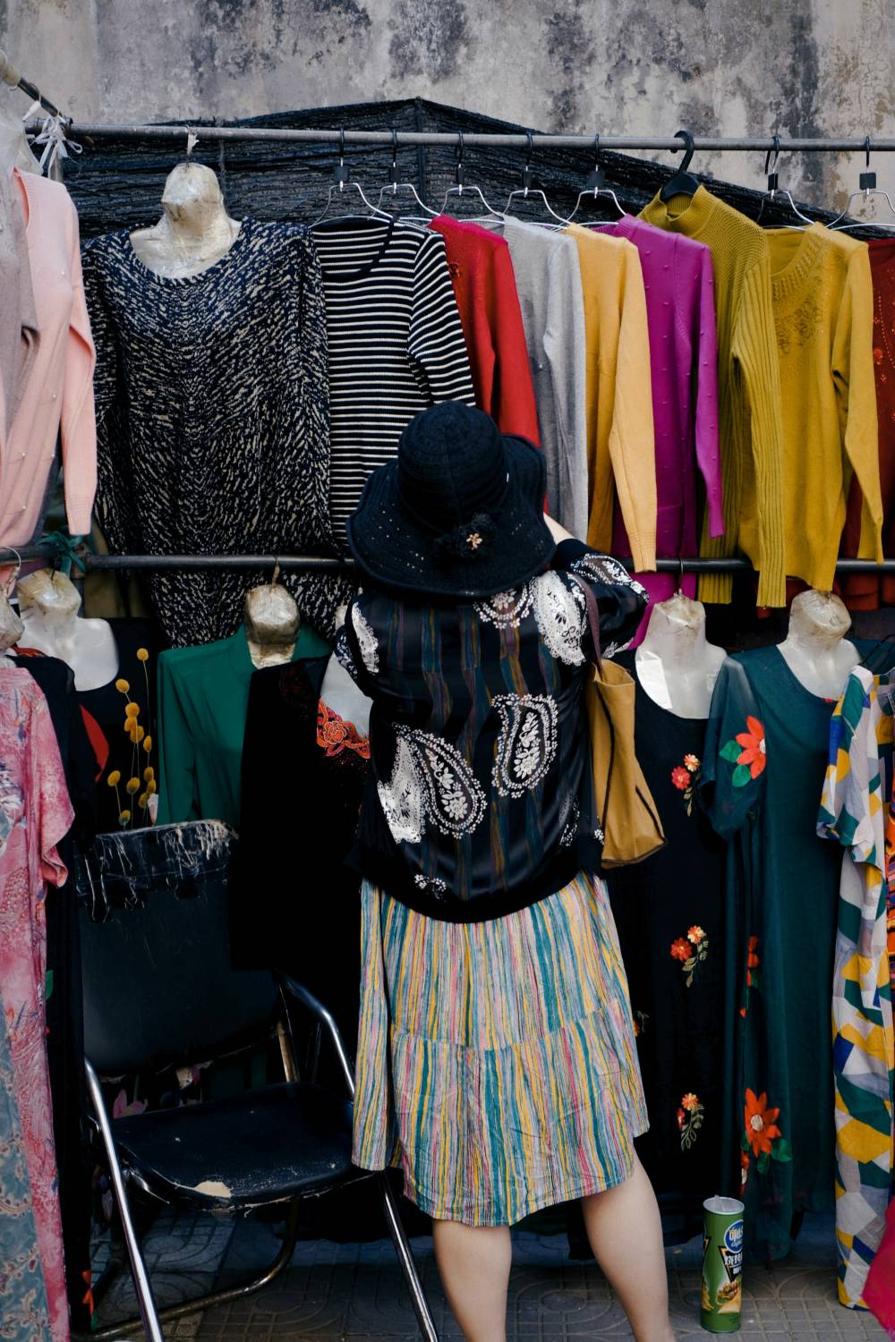 sell old clothes thrift store
