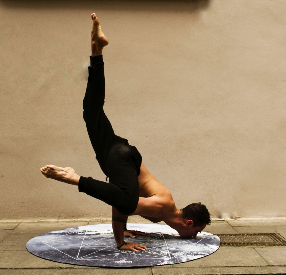 yoga focus concentration handstand