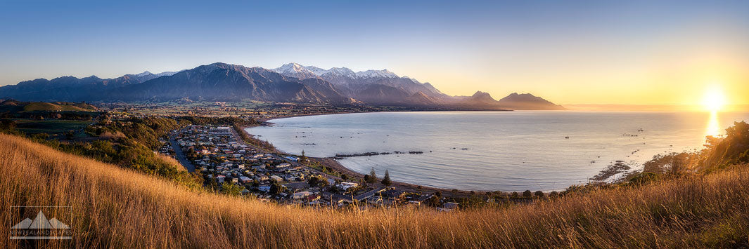 Kaikoura panoramic view from the lookout at sunrise