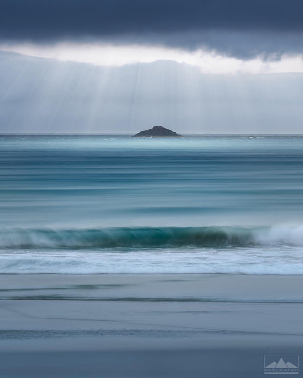 Light-rays to White Island (Otago)