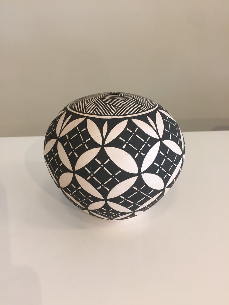 Pottery - Acoma Seed Pot Salvador