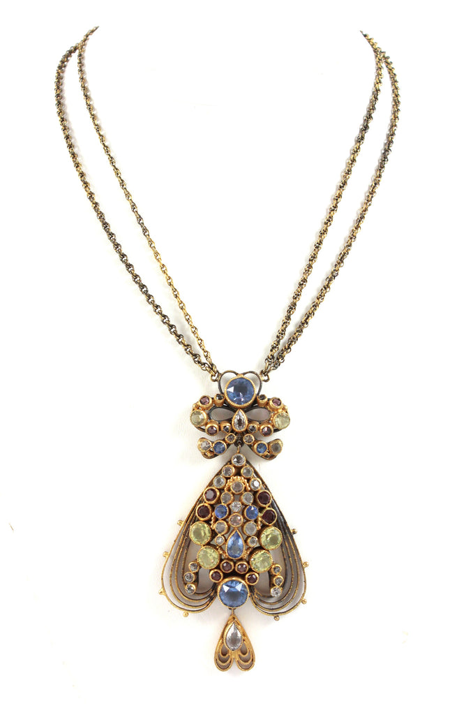 Hobe Pendant Necklace