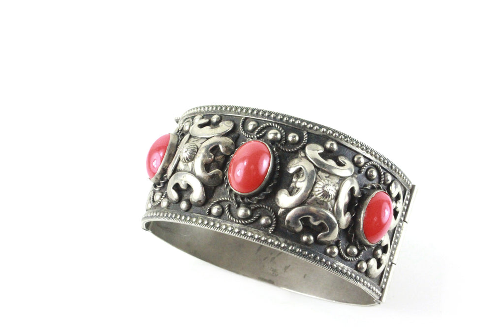 1950'S SILVER HINGED BRACELET WITH RED OVAL CABOCHONS