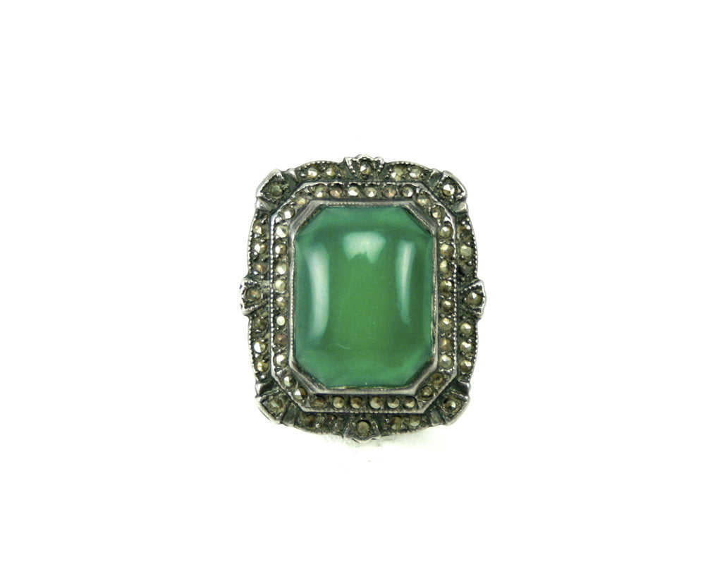 1910 UNSIGNED STERLING AND JADEITE STONE RING