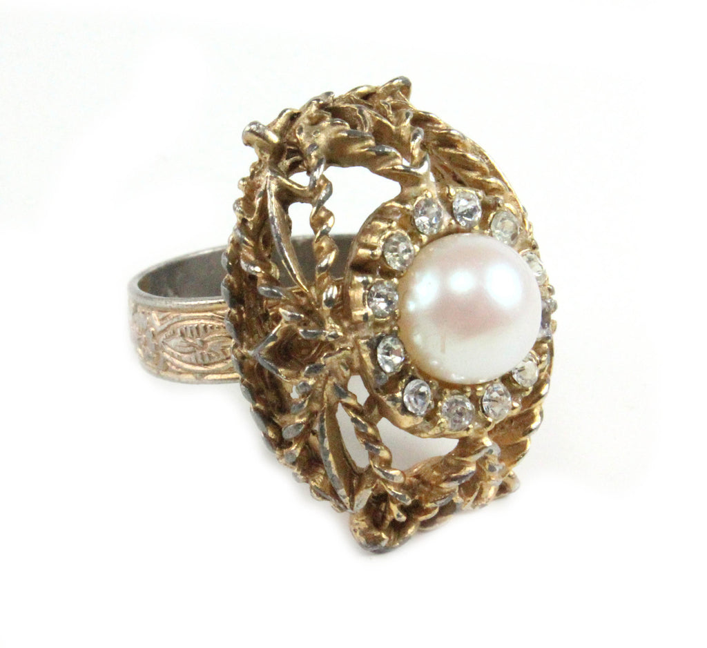UNSIGNED PEARL AND DIAMANTE RING