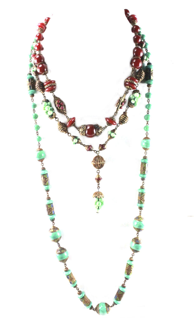 UNSIGNED NECKLACE WITH  GREEN AND BURGUNDY GLASS BEADS