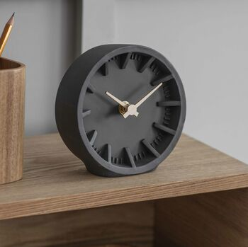 products/RavenDeskClock.jpg