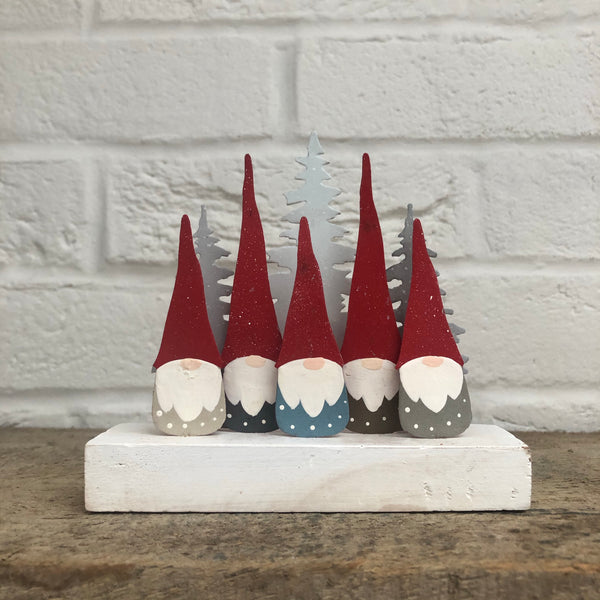 5 Gnomes on a Block