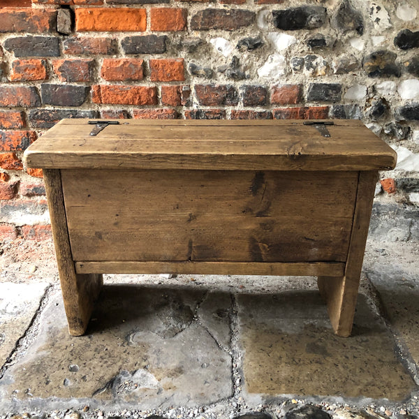 Lift up lid bench