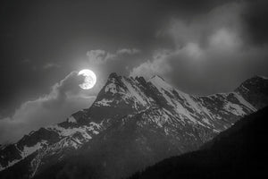 Moonset behind Paradox Peak