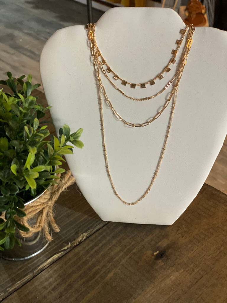 Simple Grace Necklace in Gold