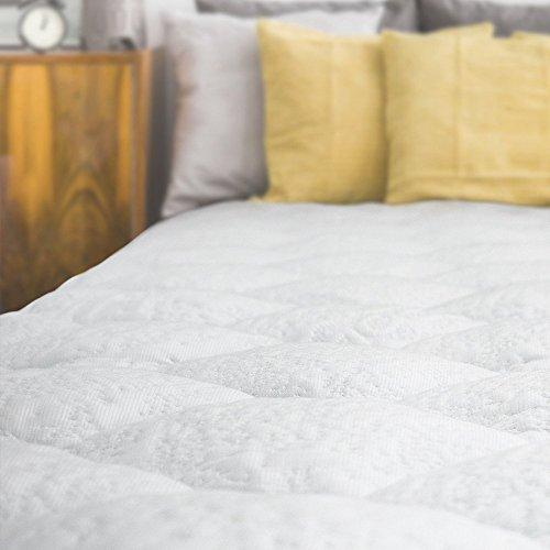 eLuxurySupply Mattress Topper Single Bed - Cooling Mattress Pad with Fitted Skirt - Extra Plush Heat Extracting Topper - Made in the USA - Single: 90 x 190 cm