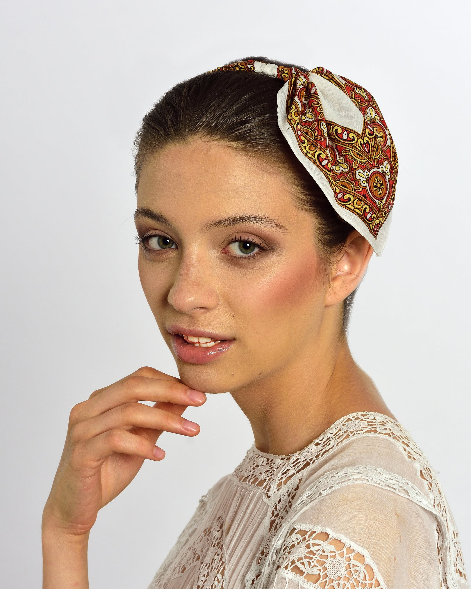 MISS GUMMO White Foulard Headpiece