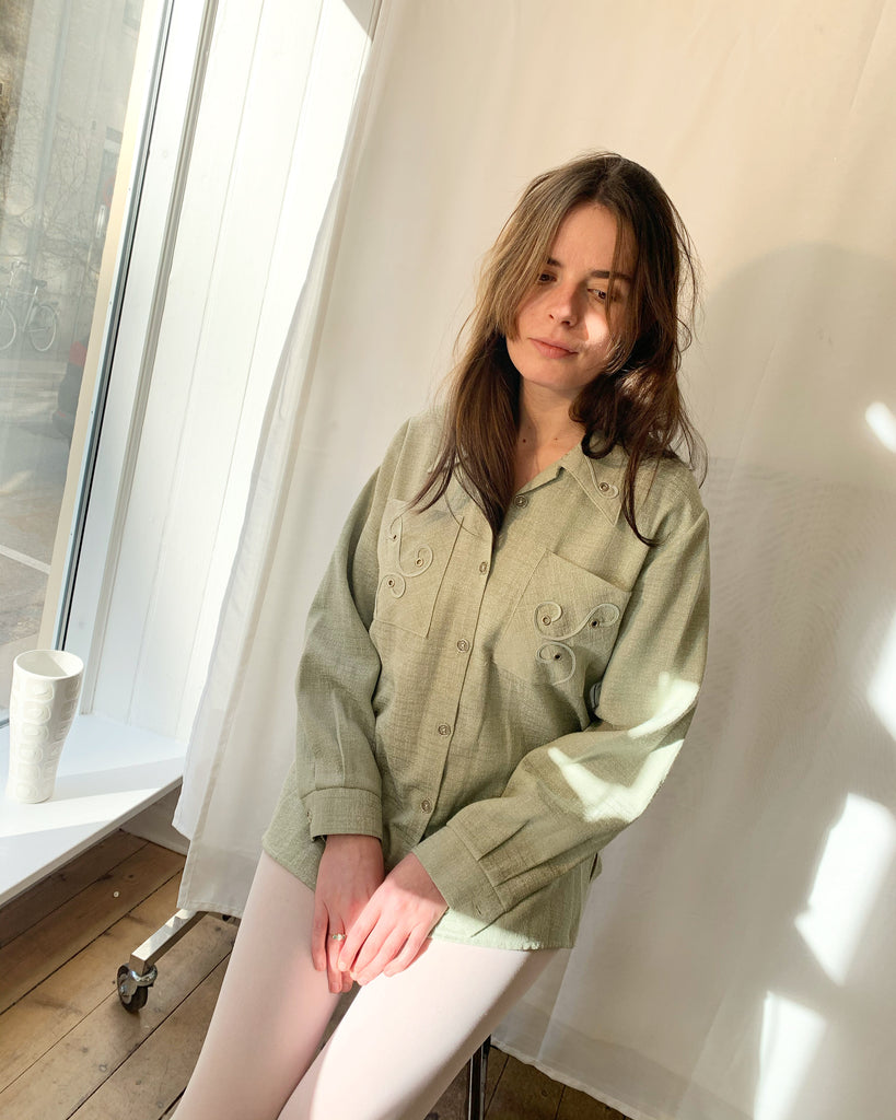 Cute dusty green vintage shirt