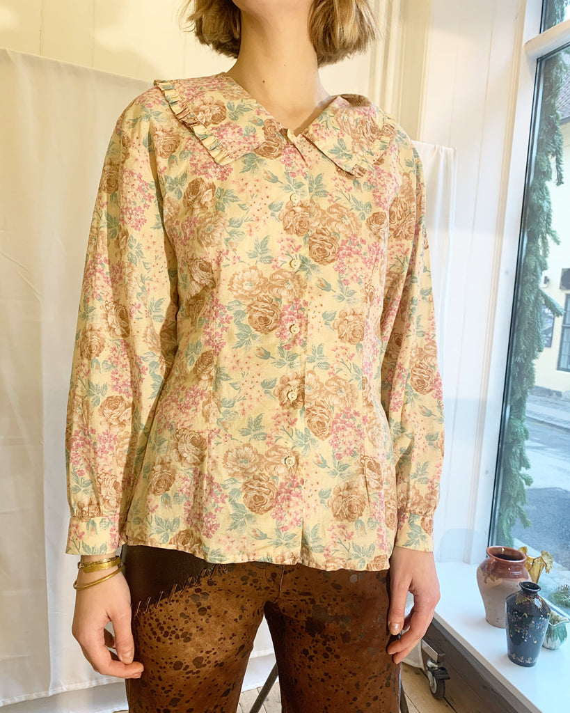 Floral vintage shirt w cute collar