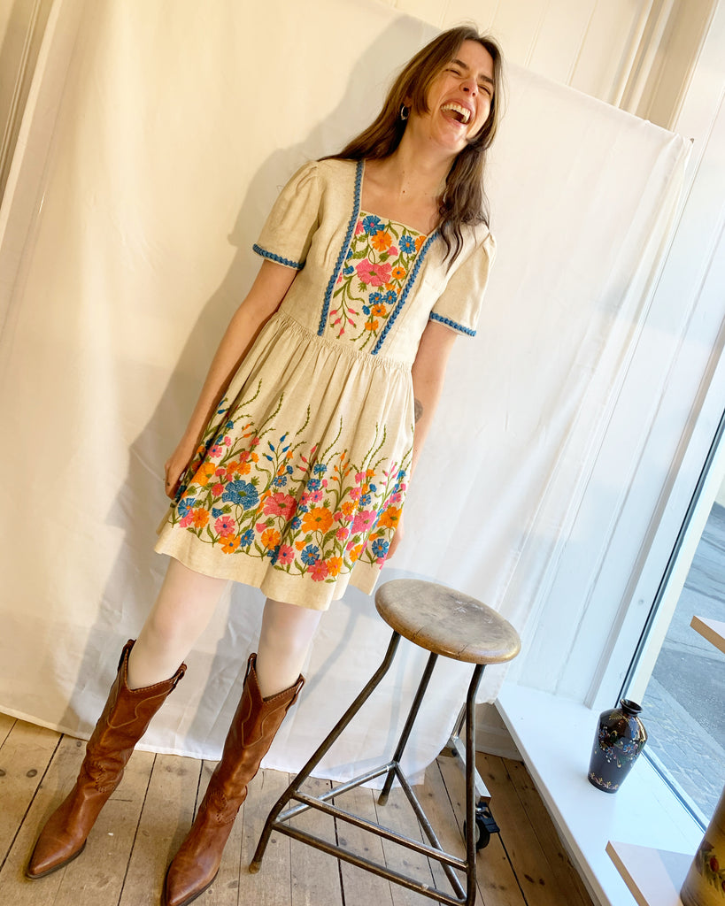Linen dress with embroidered flowers