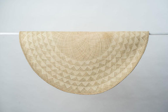 Triangle Mat | 4' Round | Natural Base | White Triangles