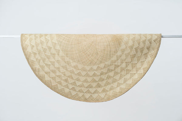 Triangle Mat | 6' Round | Natural Base | White Triangles