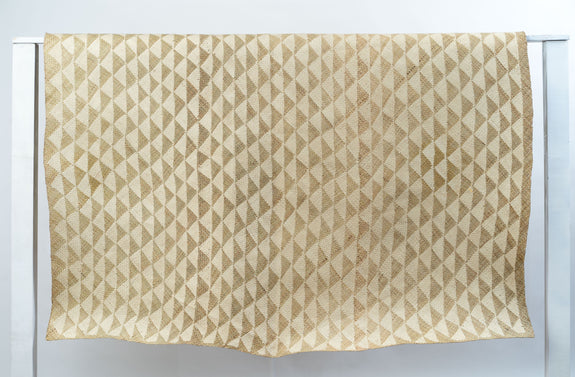 Triangle Mat | 6' x 5' Rectangular | Natural Base | White Triangles