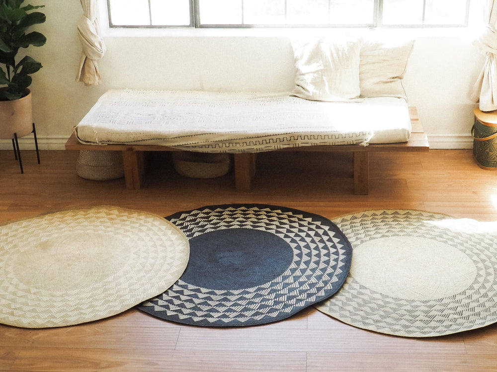 White Triangle Mat | 4' Round | Midnight Blue Base