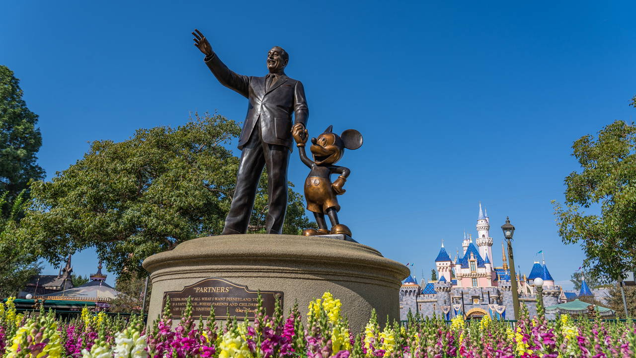 """Partners"" and ""Storytellers"" Statues Restored at Disneyland and Disney's California Adventure"