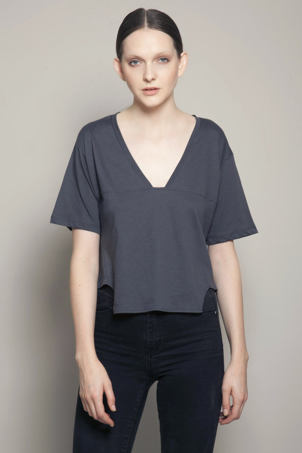 EIGHT Deep V Short Front Tee in Anthraciite | 4sisters1closet