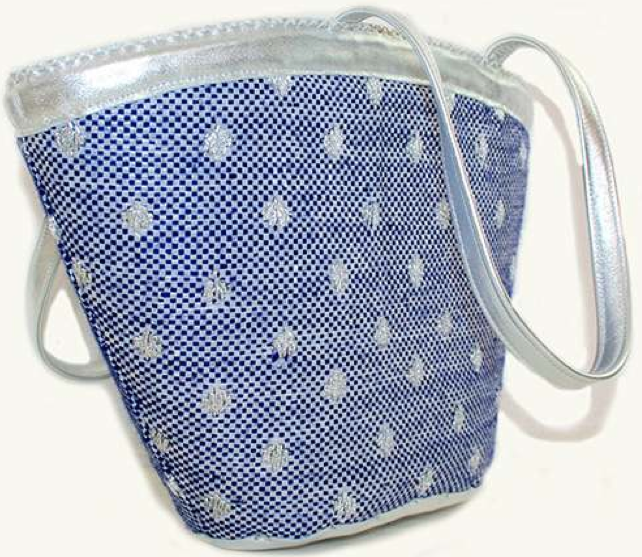 En Shalla Shoulder Bag in Blue/Silver