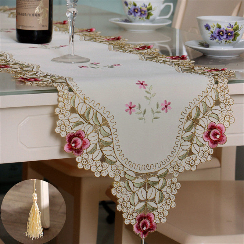 BZ369 Pastoral Table Runner Embroidered Flower Leaves Hollow Polyester Table Covers Dustproof Table Decor for Home Party Wedding