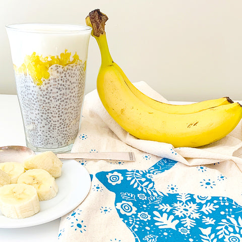 banana and mango chia pudding