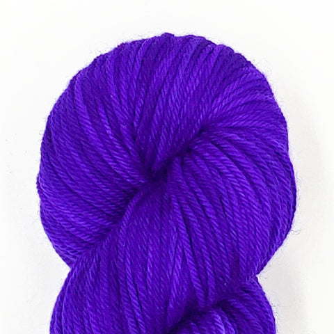 Violet Color; <br>Worsted Weight Yarn;<br>100% Superwash Merino