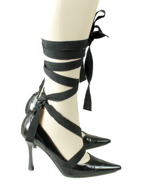 GUCCI Leather Ribbon Tie Up Pumps