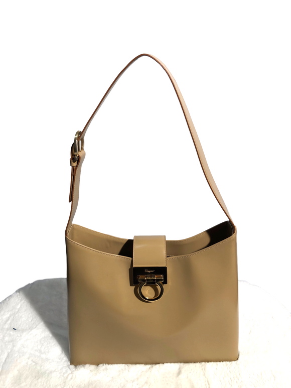 SALVATORE FERRAGAMO Leather Gancini Bag - eKlozet Luxury Consignment