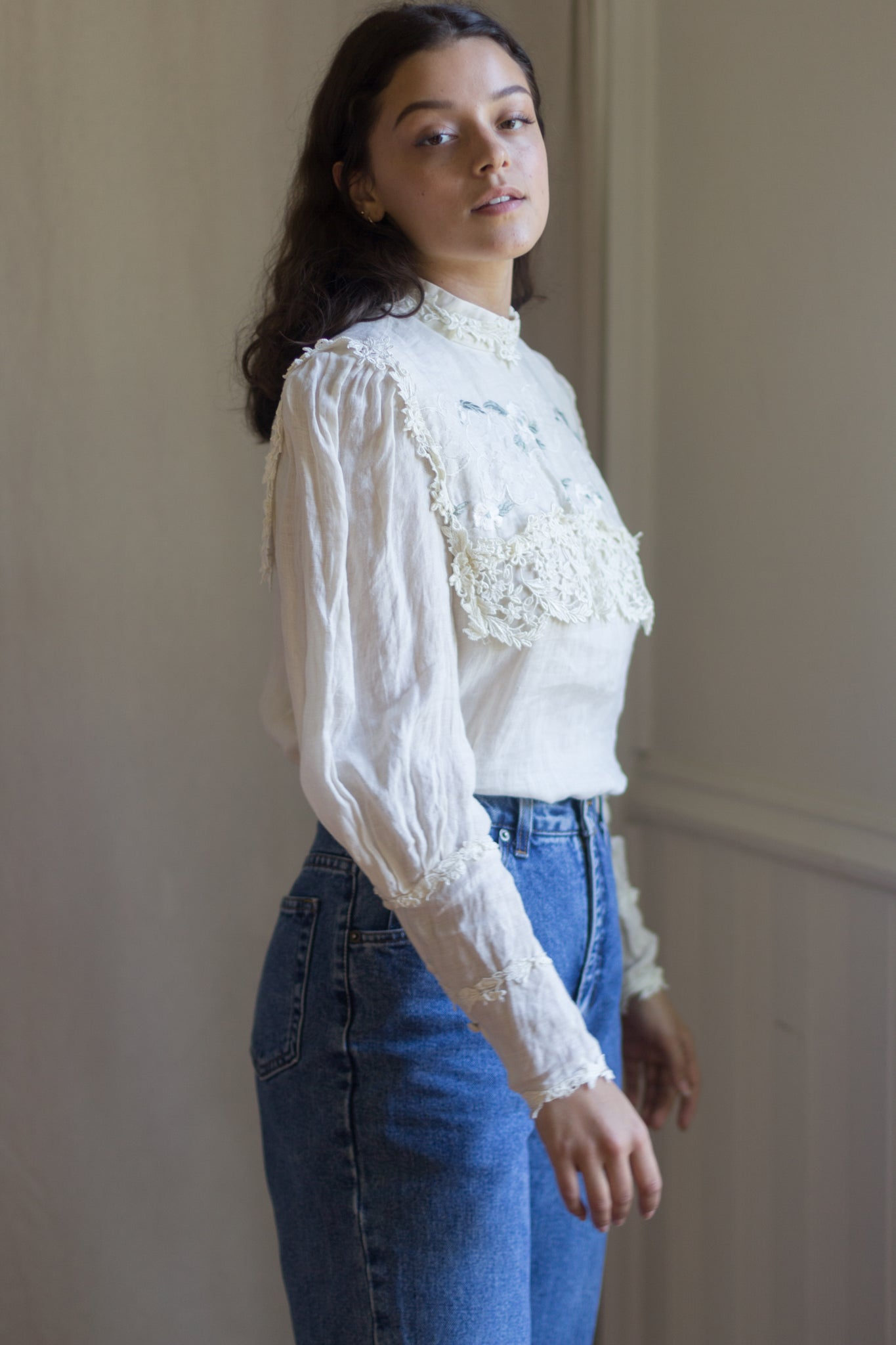Victorian Linen Ivory Embroidered Flower Poet Sleeve Lace Prairie Blouse