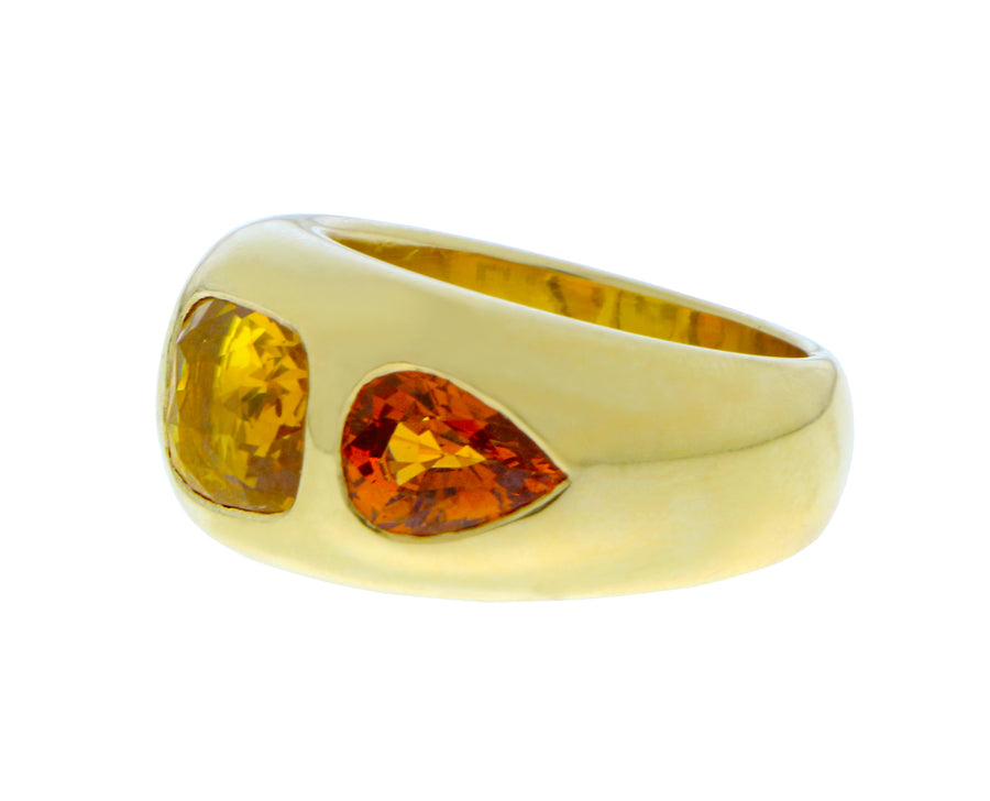 Yellow gold ring with an oval yellow sapphire and citrines