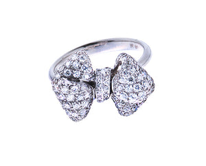 White gold ring with a bow
