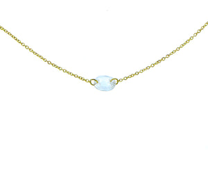 Yellow gold necklace with a saffire